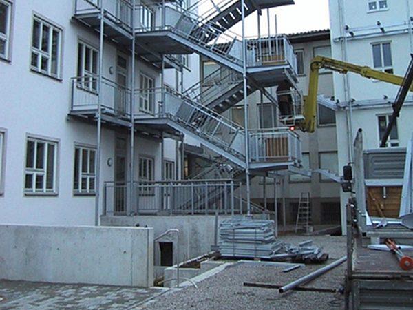 Fluchttreppenanlage aus Stahl, Hochstraße, München